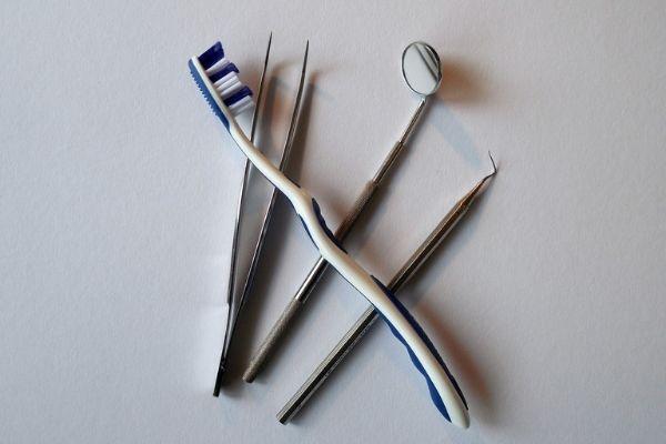 kątnica stomatologiczna i inne narzędzia